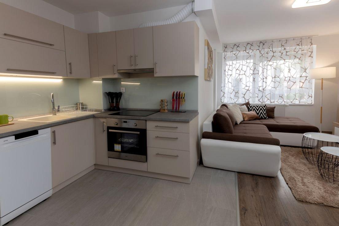 Golden Corner: 1 hálószobás lakás: konyha nappali